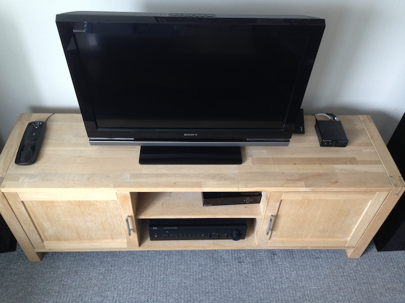 egetræ tv bord